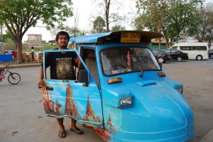 10.04.2013_Ayuthaya tuk tuk and driver